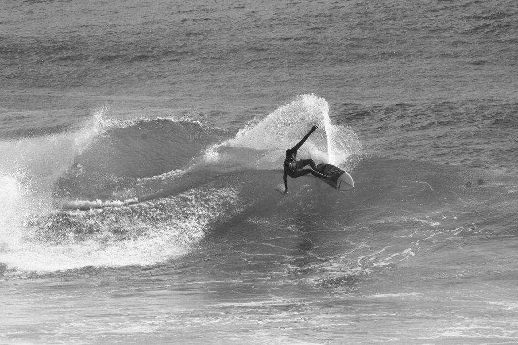 3.surf-surfpaysbasque-cours-coursparticuliers-particuliers-sport-nautique-mer-ocean-bidart-vacances-biarritz-hendaye-guethary-holidays-groupe-filles-garcons-enfants-evg-evjf.37-1-1024x683-2
